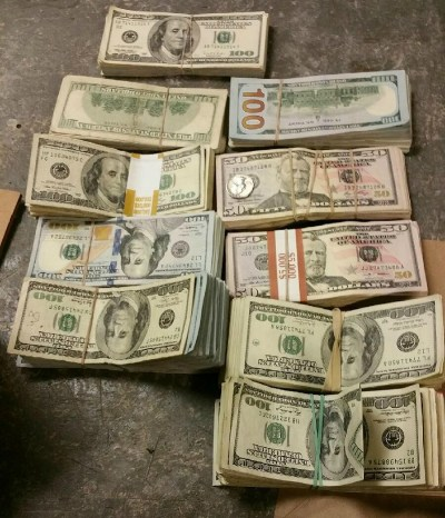 Muslim Man Finds $100,000, Hands it to the Police - Ilm Feed
