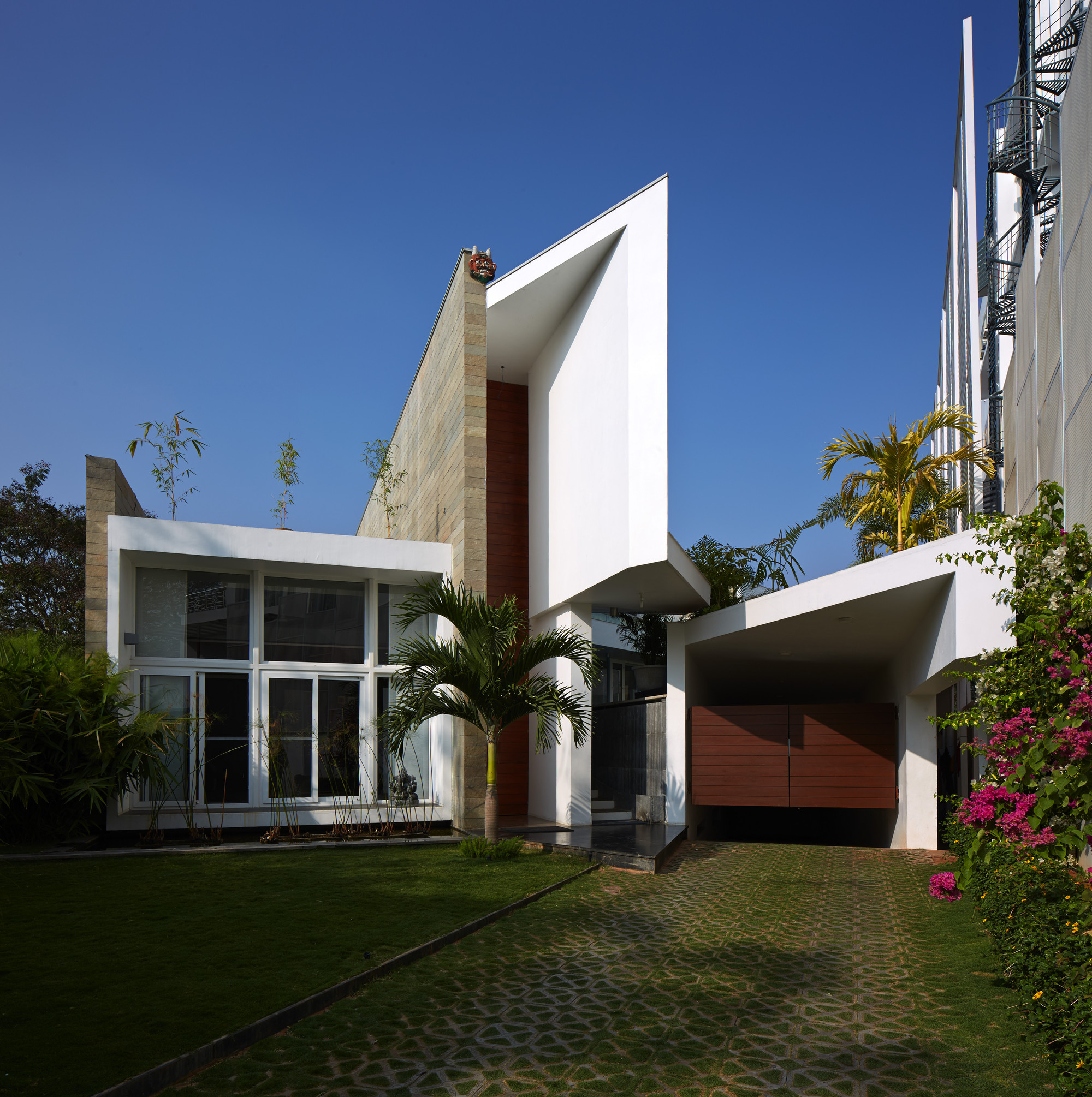 Fort House / Sameep Padora & Associates | ArchDaily