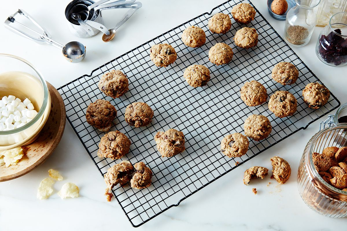 27853b1d 0396 4fdf 8171 98beaa6452af  2015 1208 how to make kitchen sink cookies without a recipe james ransom 068
