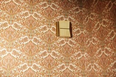 How to Get Wallpaper Off the Wall When It Won't Come Off | HomeSteady
