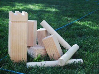 play KUBB a fun family outdoor game