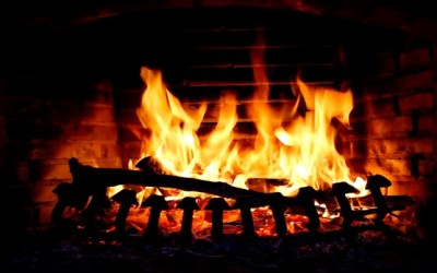 ‎Fireplace Screensaver & Wallpaper HD with relaxing crackling fire sounds (free version) on the ...