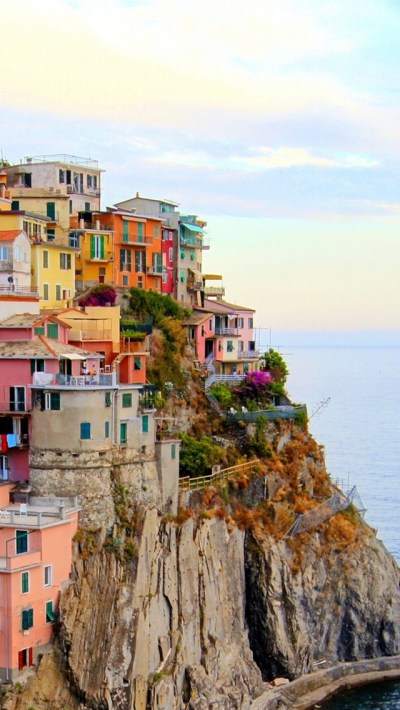 Monterosso, Italy city, houses, sea, stones, cliff iPhone X 8,7,6,5,4,3GS wallpaper download ...