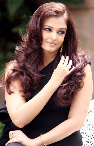 Aishwarya Launches The Park – A real estate project – Photos | Bollywood Latest Photos & Images