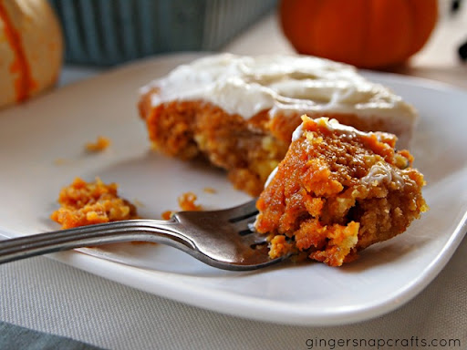 Ginger Snap Crafts: pumpkin crunch cake with cream cheese frosting {recipe}