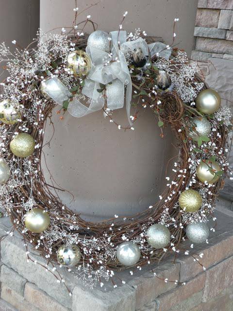 My Christmas Wreath  Other People s Gorgeous Wreaths  and Christmas     My Christmas Wreath  other people s gorgeous wreaths  and Christmas mantel decorating  ideas