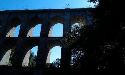 il ponte di ariccia visto di sotto dal parco di palazzo chigi - Foto di Palazzo Chigi di Ariccia ...