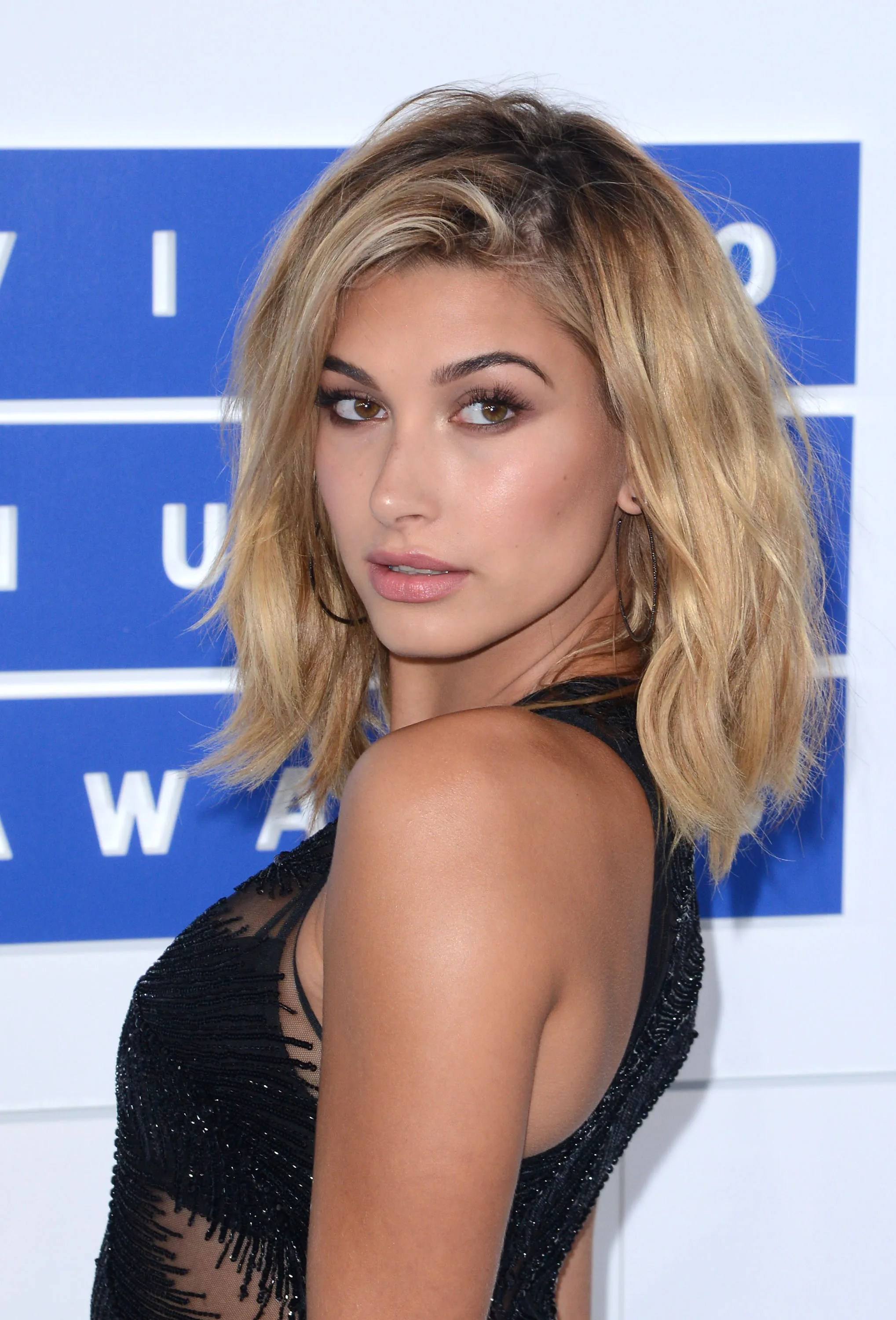 Hailey Baldwin Just Dyed Her Hair the Prettiest Rose Gold Color   Allure
