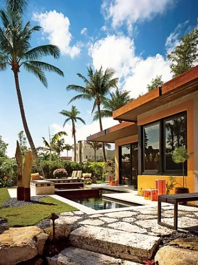 9 Exterior Wall Decor Ideas to Try: Outdoor Wallpaper, Platinum Tiles, and More Photos ...