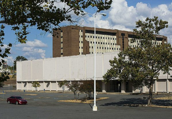 Sears store tract in Little Rock nets $44M; lot along I-630 'attracting all the retailers ...