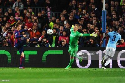 Ivan Rakitic of Barcelona scores the opening goal past Joe Hart of... News Photo | Getty Images