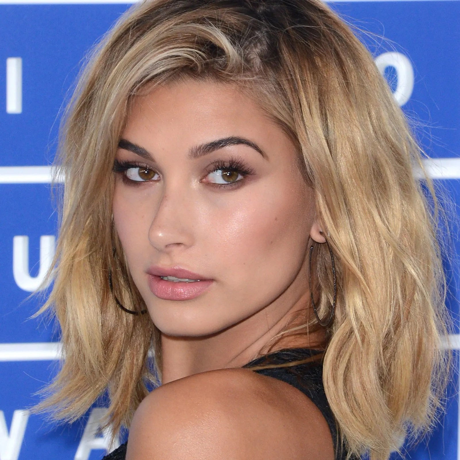 Hailey Baldwin Just Dyed Her Hair the Prettiest Rose Gold Color     Hailey Baldwin Just Dyed Her Hair the Prettiest Rose Gold Color   Glamour