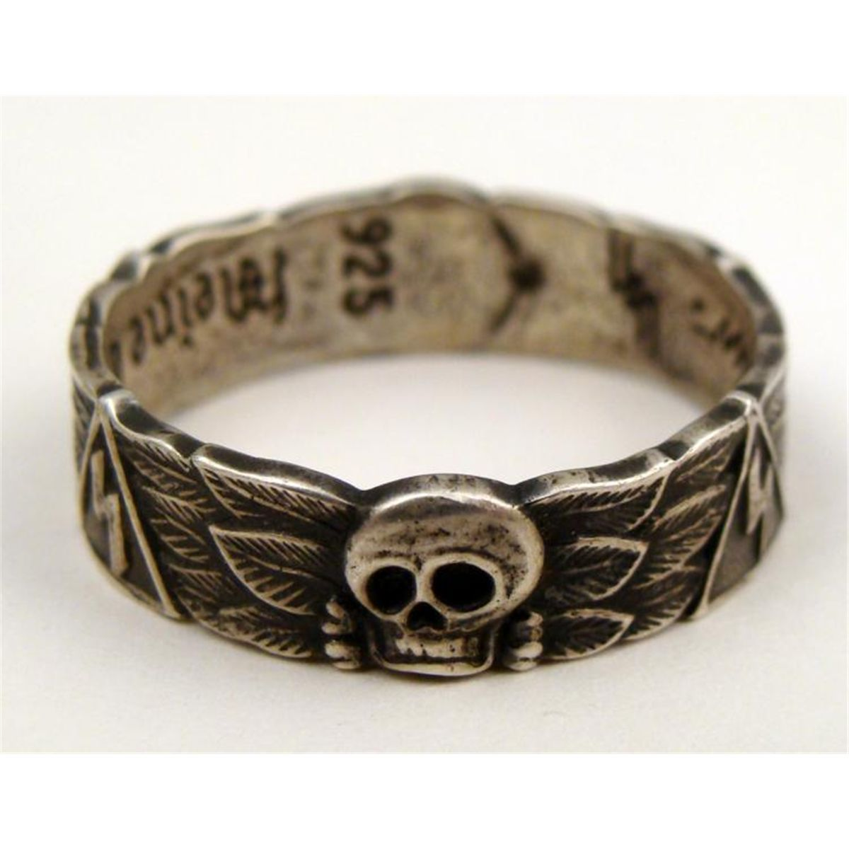 REPRODUCTION SS WEDDING RING WITH SKULL SWATISKA RUNES i skull wedding ring