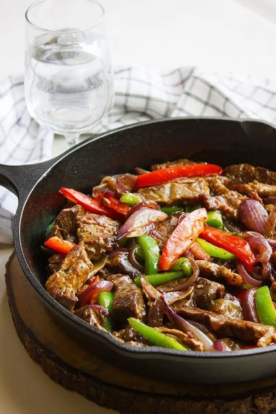 Pepper Steak with Onions - Munaty Cooking