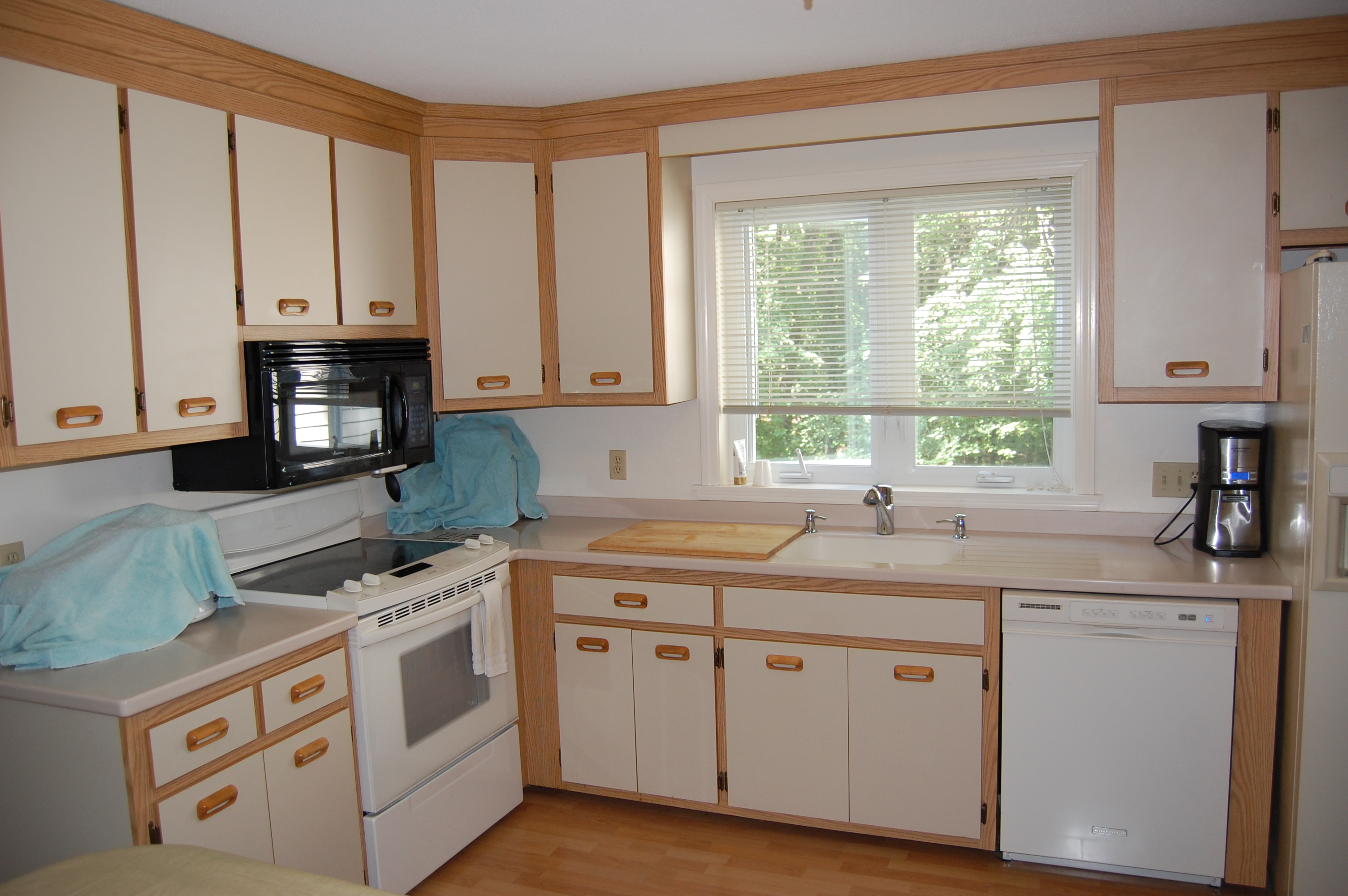 refacing oak kitchen cabinets to white kitchen cabinets refacing December Narendraenterprises