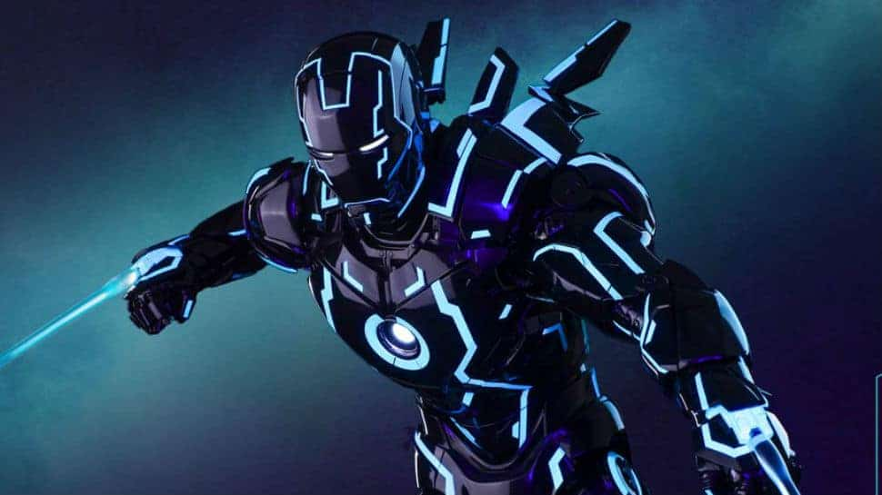 TRON Style Iron Man Makes a Glowing Hot Toys Convention Exclusive     TRON Style Iron Man Makes a Glowing Hot Toys Convention Exclusive