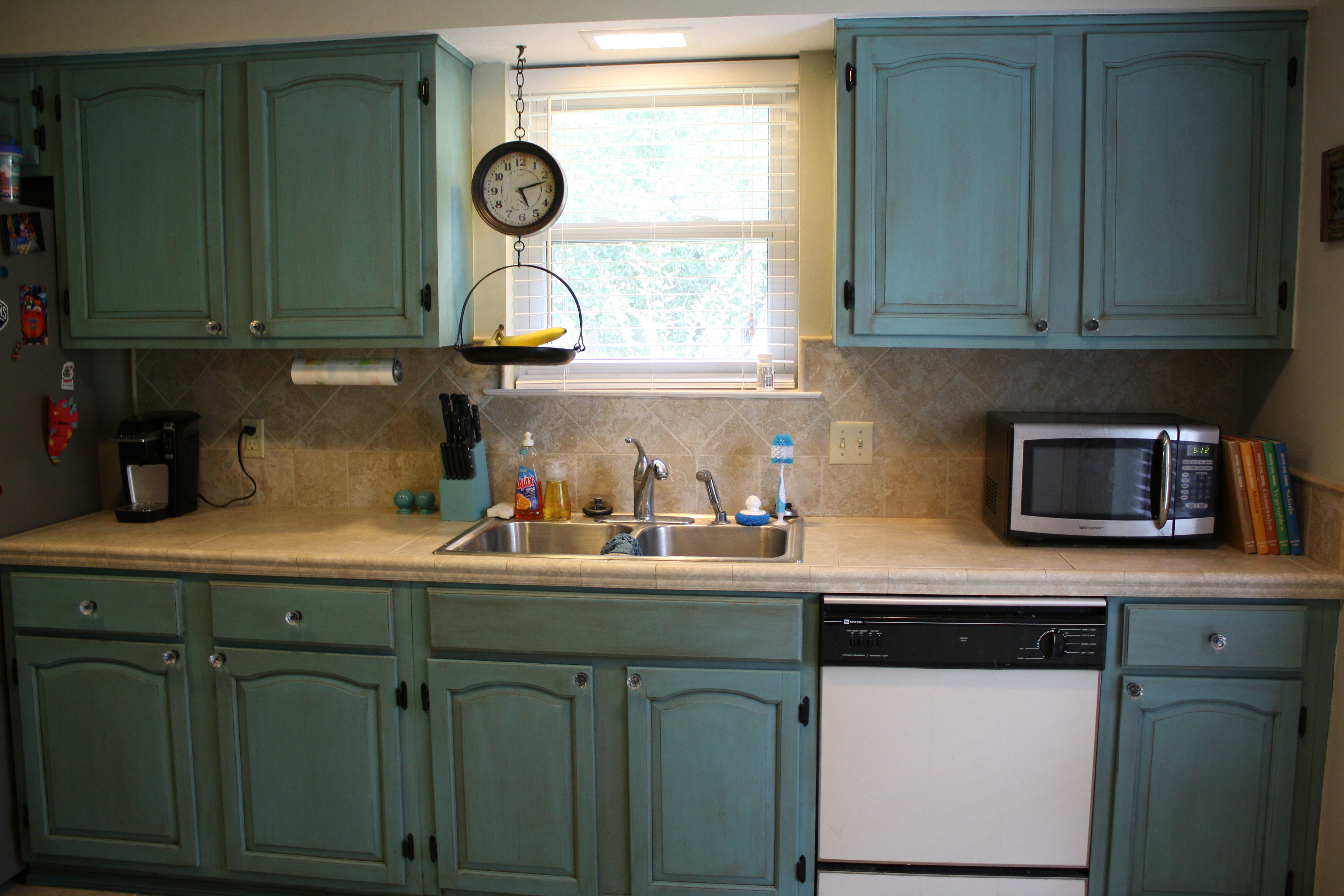painting kitchen cabinets annie sloan chalk paint chalk paint kitchen cabinets IMG