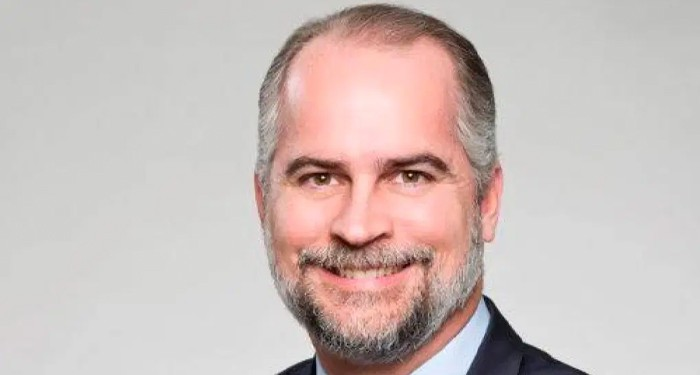 Alejandro Fernández W