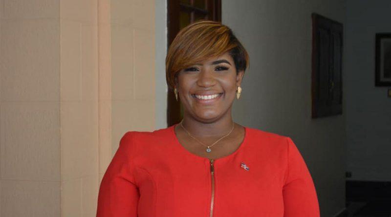 Ministra de la Juventud asegura la institución es más que becas y premios