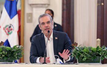 Luis Abinader promulga ley para viabilizar la oportuna adquisición de vacunas