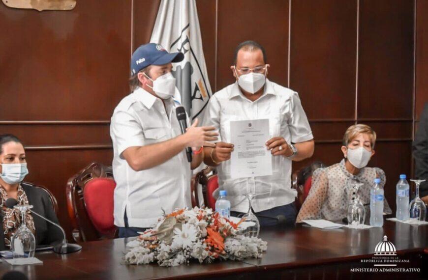 Gobierno entrega fondos para remodelación de mercado municipal de Puerto Plata