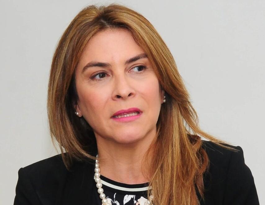 Denuncian alcaldesa Carolina Mejía cancela hermana de periodista por represalia tras denuncias de irregularidades