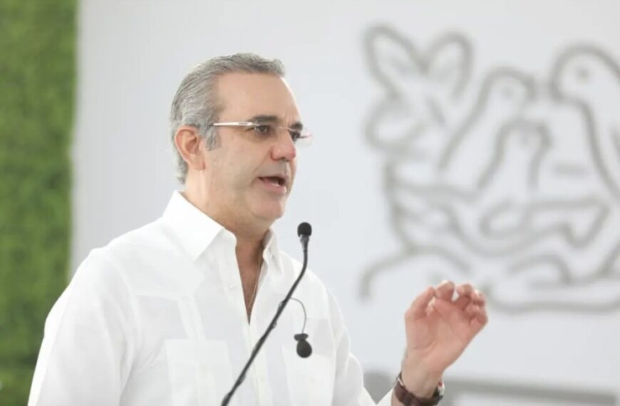 """""""Los turistas están más seguros que en sus países"""" afirma presidente Abinader"""