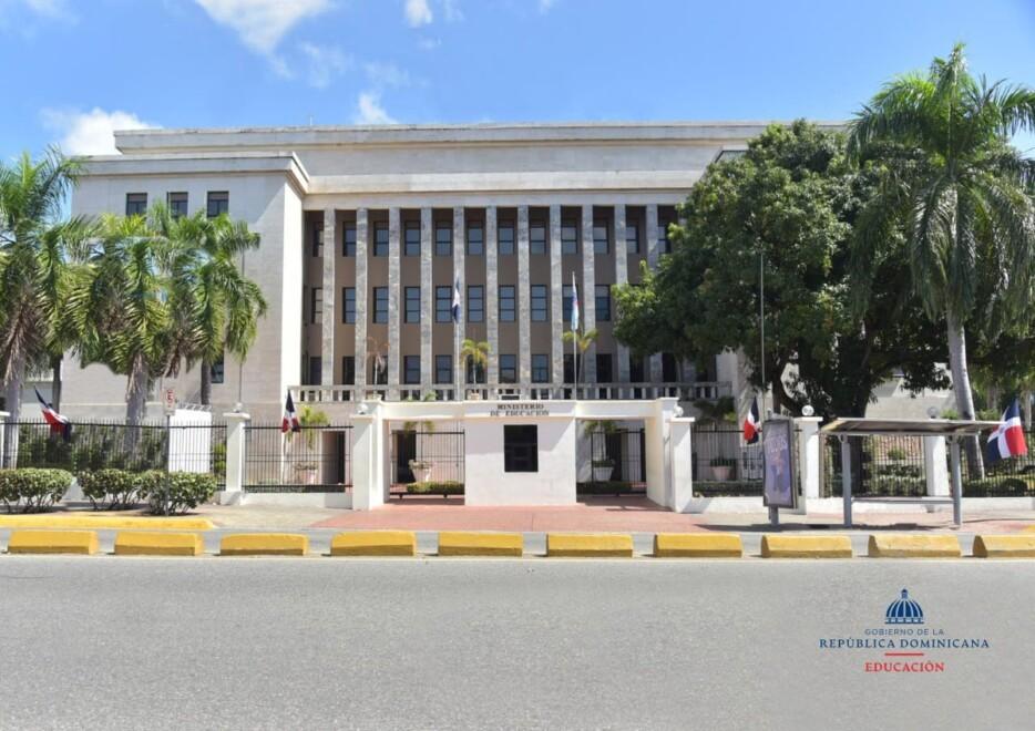 Ministerio de Educación dio a conocer la lista de emisoras de radio que transmitirán las clases a distancia en Santo Domingo y las regiones Norte, Este y Sur del país.