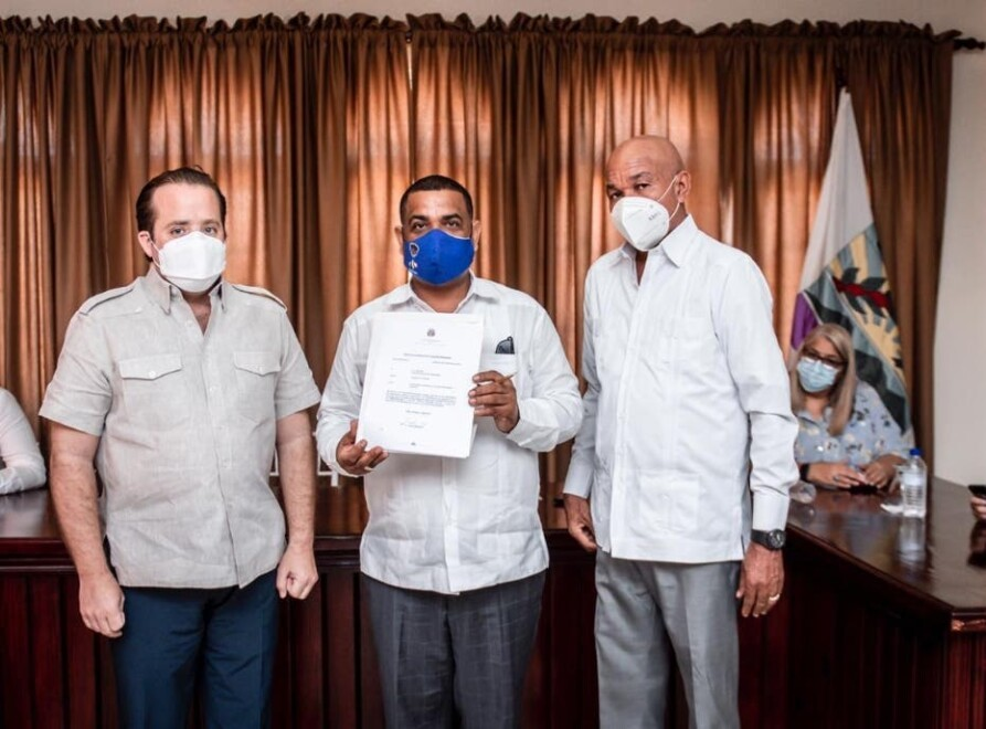 Gobierno entrega RD$23 millones al cabildo de Barahona