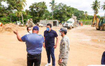 Ministro de Turismo supervisa construcción de la carretera Limón-Playa Morón