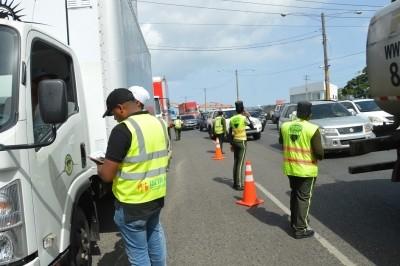 Cabildos DN y SD exigen sacar camiones principales avenidas