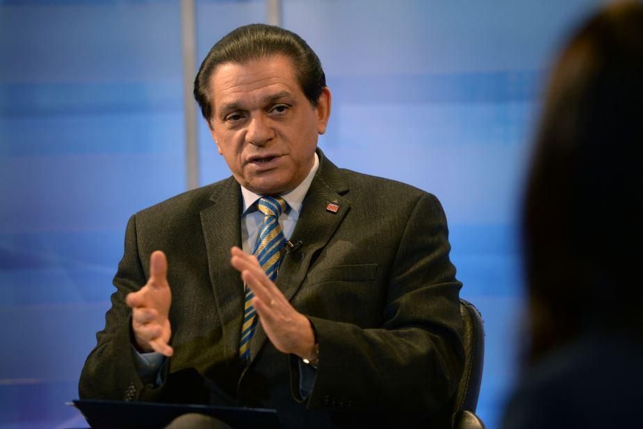 Ministro de Salud dice que inmigrantes documentados serán vacunados