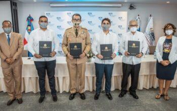 Miguel Ceara Hatton, en representación del Gobierno dominicano firmó un convenio con el Banco Centroamericano de Integración Económica (BCIE) que otorga una cooperación financiera
