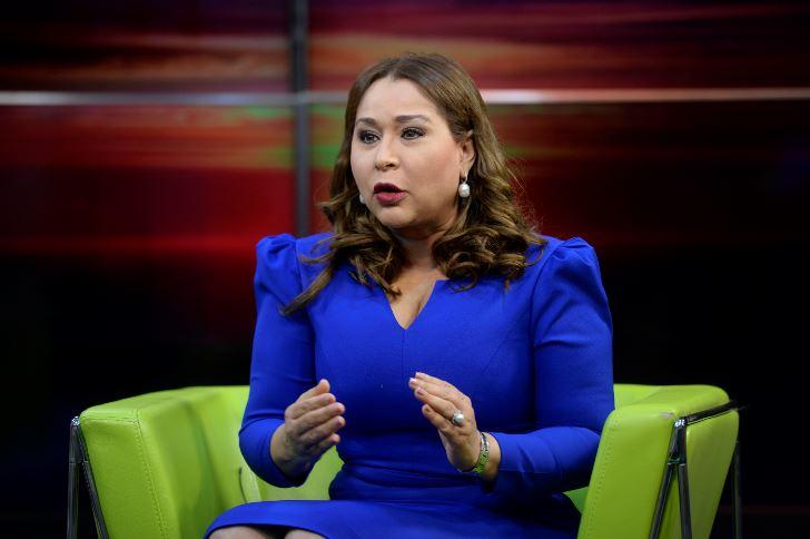 Ministra de la Mujer lamenta que el país esté debatiendo el tema de las tres causales
