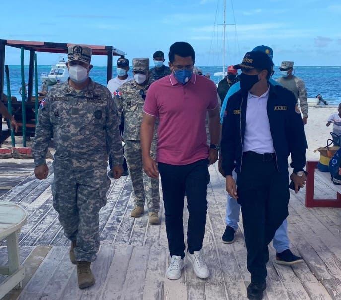 Ministro de Turismo supervisó cumplimiento de medidas en SS