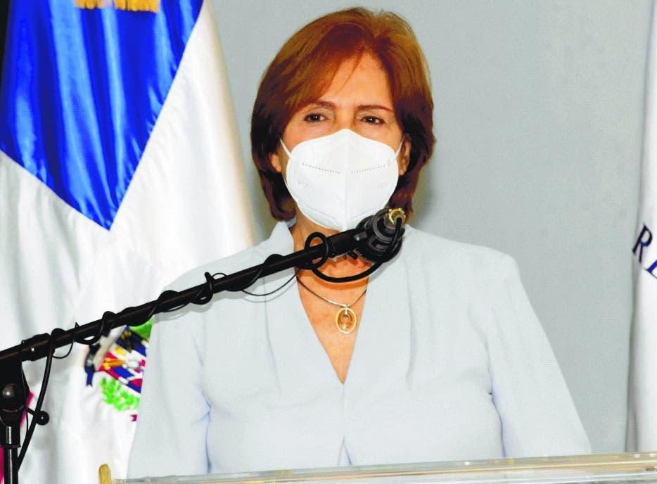 Ministra Carmen Heredia anuncia ganadores de los Premios Anuales de Literatura 2021