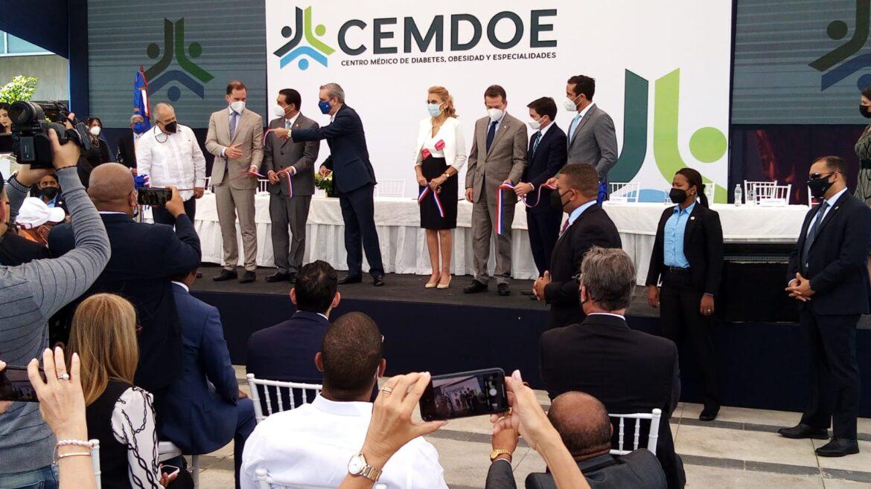 Abinader encabeza inauguración centro de especialidades médicas CEMDOE