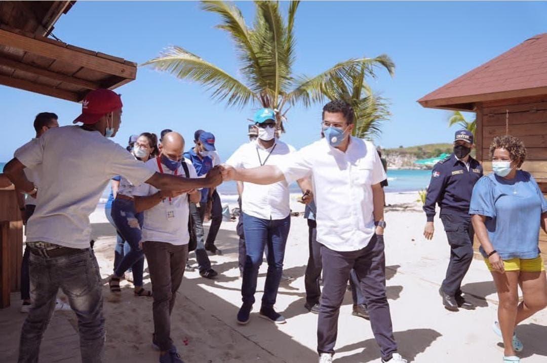 Ministro de Turismo recorre playa Macao