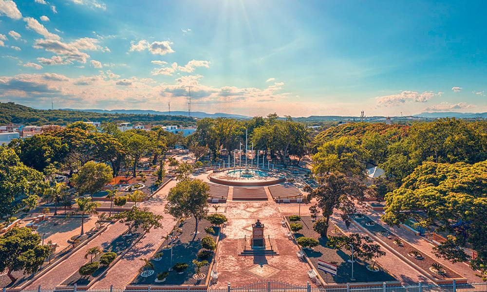 Alcaldía entrega remozado el parque Valerio