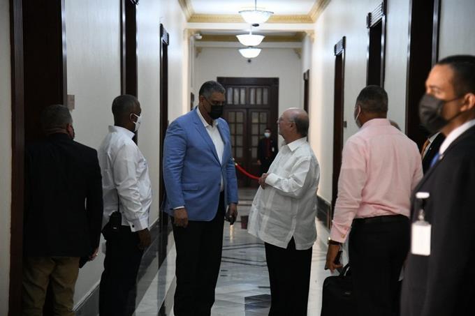 Ministros de Interior y Defensa visitan Palacio Nacional sin dar a conocer motivos