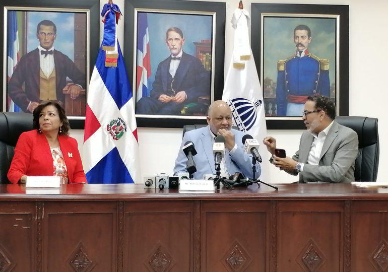 El ministro de Educación Roberto Fulcar, encabezó la sesión junto al CNE se escogió a los docentes que recibirán el premio a la Excelencia Magisterial 2021