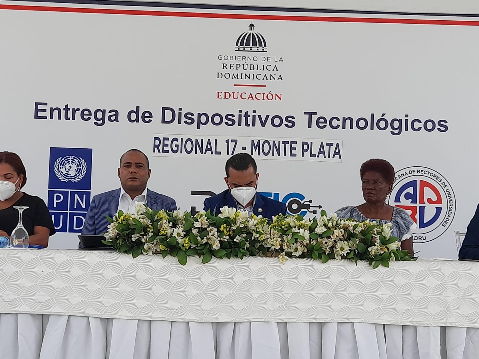 Minerd inicia  entrega de dispositivos tecnológicos en Monte Plata