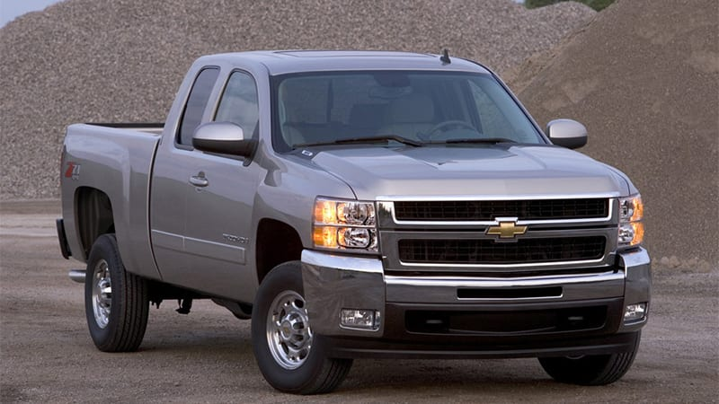 GM recalls 330 000 fullsize trucks for airbag replacement   Autoblog General Motors has announced a recall of 330 198 fullsize pickups in the US  in the aftermath of the announcement made on May 19 that doubled the number  of
