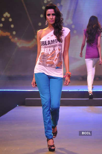 Model Kavita Kharayat walks the ramp during 'Future ...