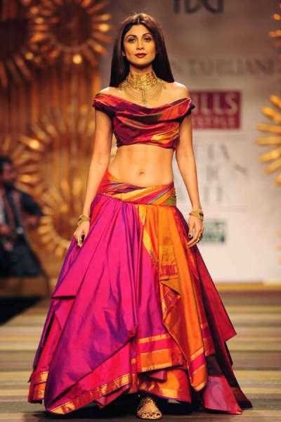 Shilpa Shetty walks the ramp for designer Tarun Tahiliani ...