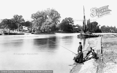 Kingston Upon Thames, Downstream From The Railway Bridge 1890 - Francis Frith