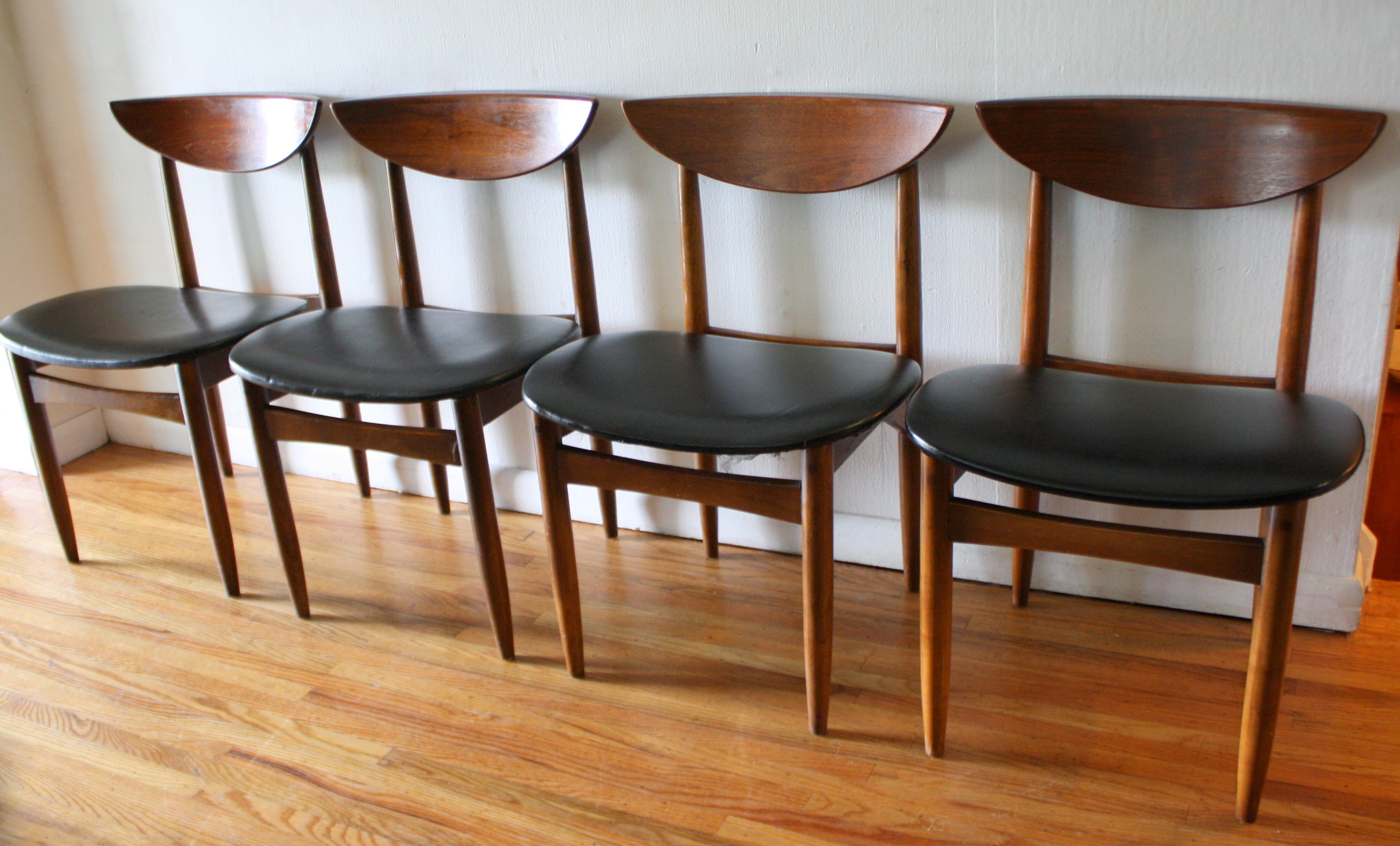 ▻ Top Impression White Mid Century Chair Mid Furniture Sleeper ...