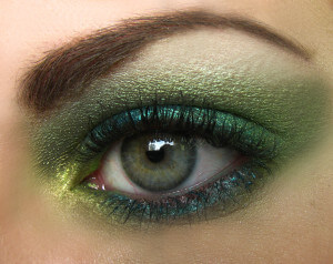 Green_super_macro_eye[1]