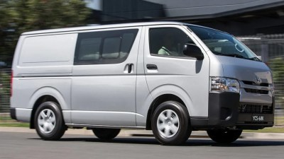 Toyota HiAce LWB Crew Van 2017 review | road test | CarsGuide