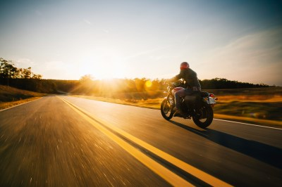 Watch How Roller Skates, Rope, a Camera and a Motorcycle Create Epic Photos - Resource
